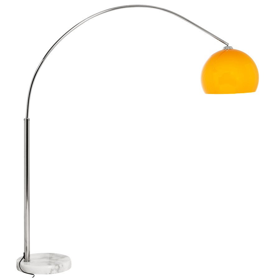 Lampe en arc, abat-jour orange.