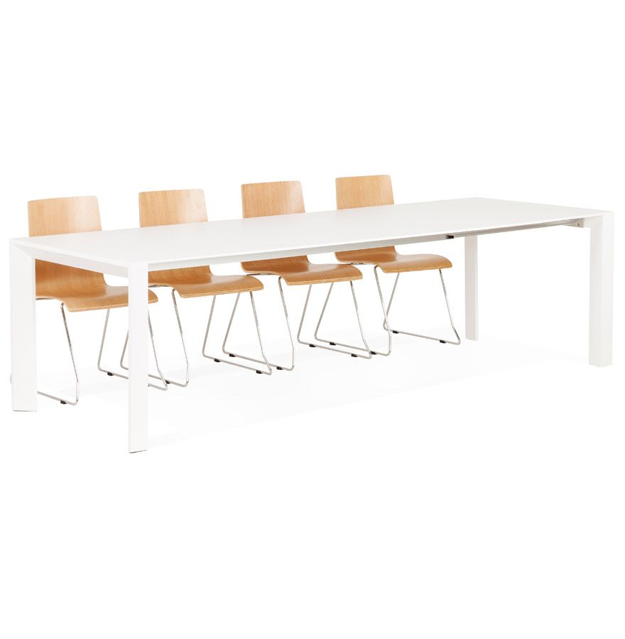 Grande table blanche en MDF blanc mate.
