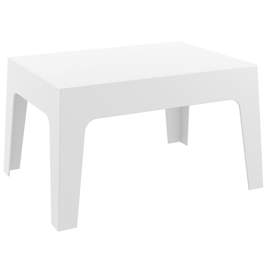 Table basse en polypropylène pour usage extérieur.