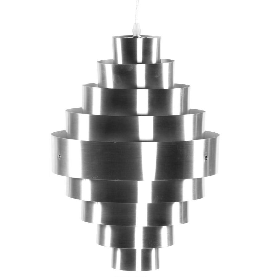 Suspension en aluminium brossé, procure un éclairage tamisé.