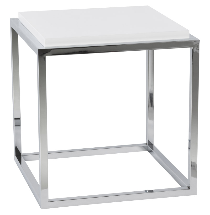Cube de rangement empilable composé d'une tablette en MDF blanche et d'une structure en métal chromé.