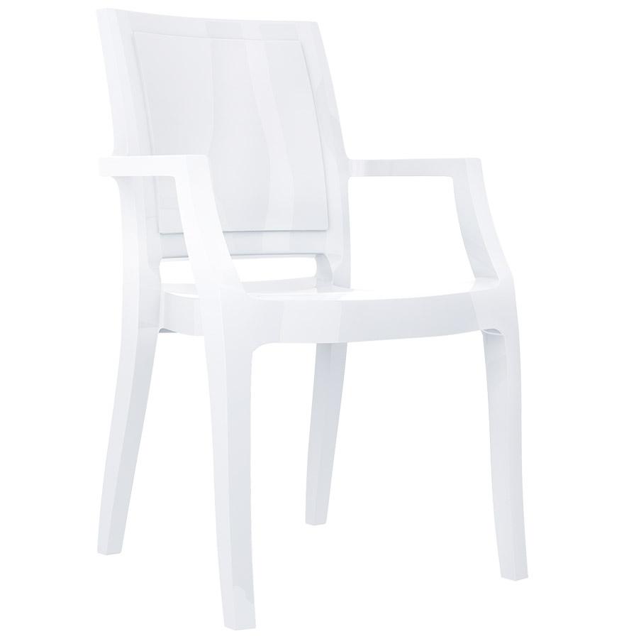 Chaise en technopolymère, résistant aux UV.