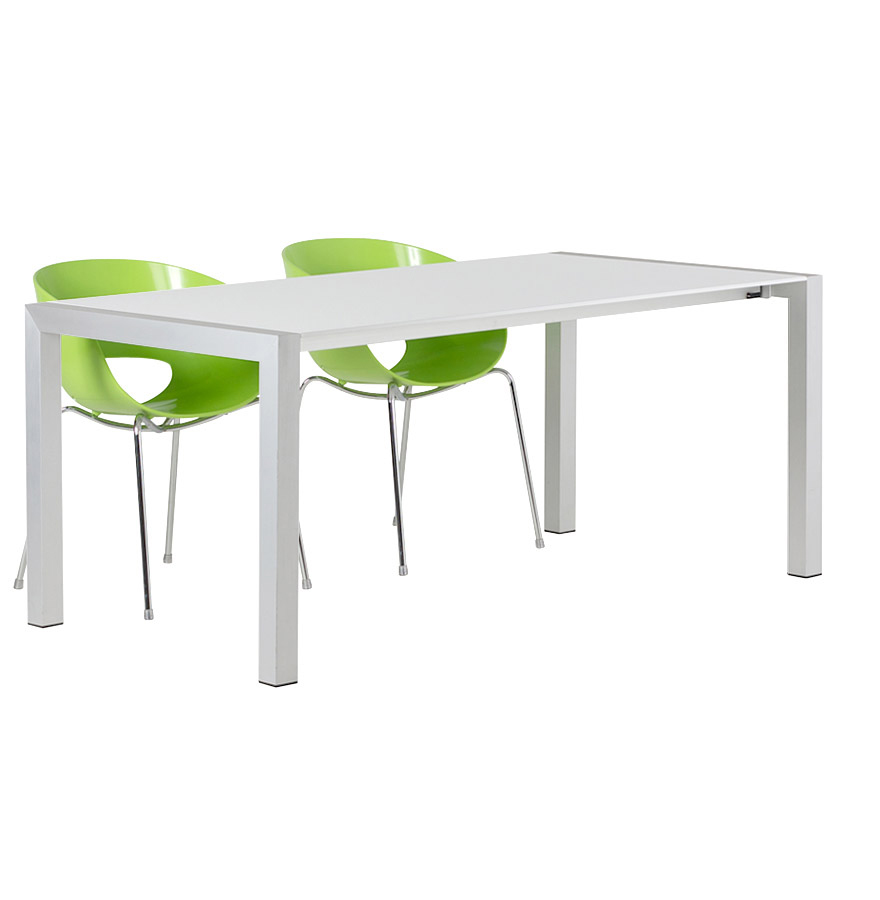 Table extensible avec allonges, pieds en aluminium brossé.