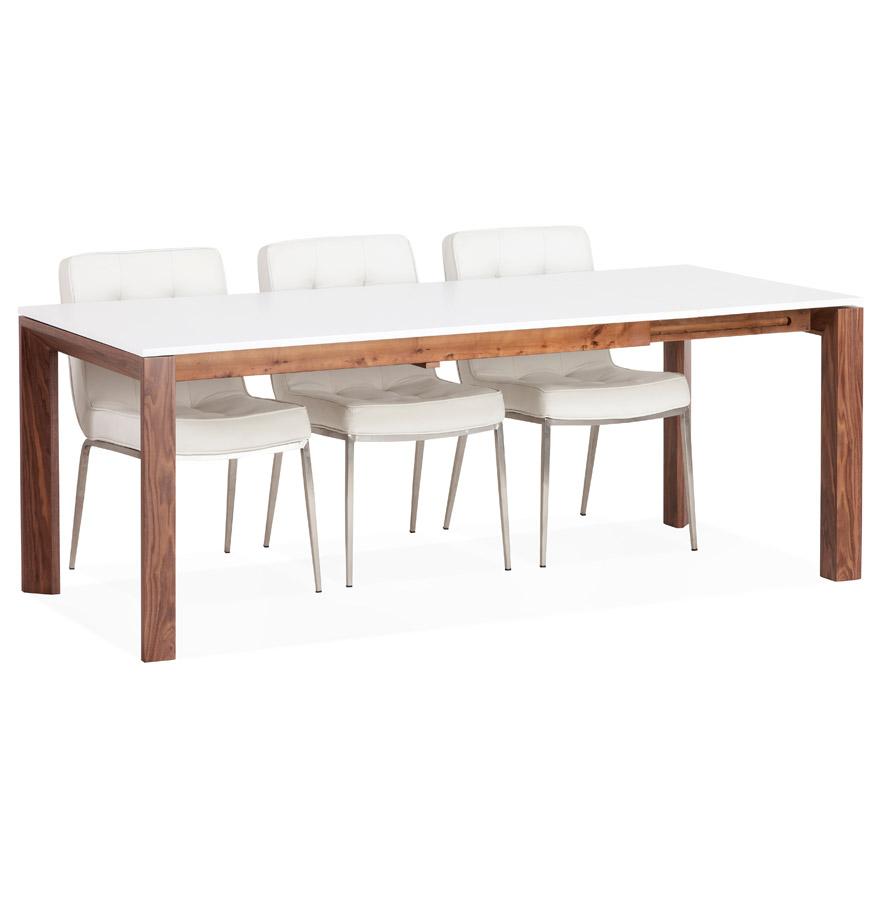 Table possédant un plateau en MDF blanc mat et des pieds en plaqué Noyer.