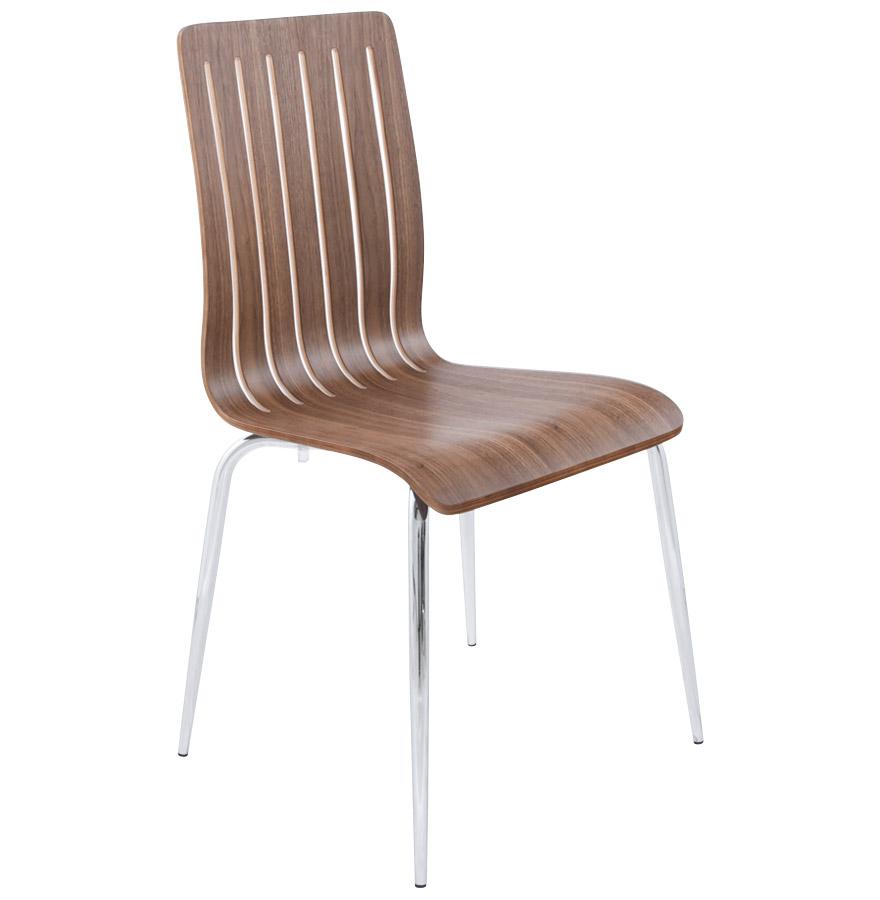Chaise en bois, finition aspect noyer.